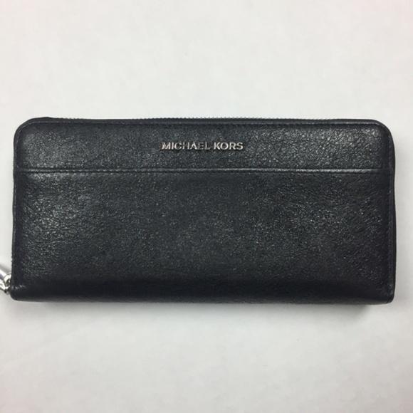 Michael Kors Handbags - Michael Kors Mercer Zip Around Jet Wallet